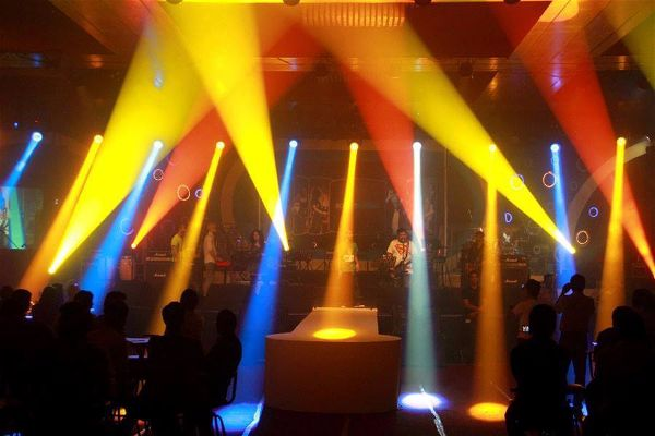 excellent-color-mixing-effect-led-moving-head-light-hire-lsc